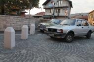 Auto's met vele kilometers en een lange geschiedenis. Ooit in West-Europa afgedankt en still rolling in de Balkan