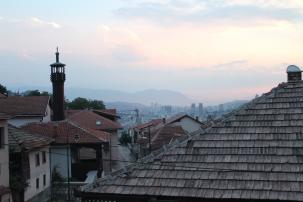 De avond valt over Sarajevo