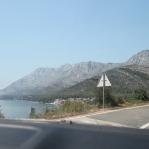 De prachtige weg 8 over de Dalmatische kustlijn van Dubrovnik naar Split.