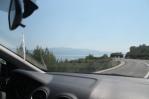 Uitzicht vanuit de auto: de eilanden voor de kust, net voorbij Ploce