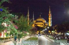 De Blauwe Moskee bij nacht